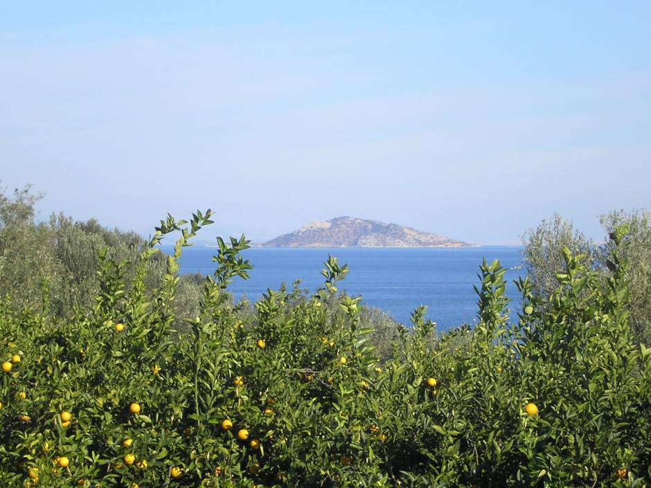 Uitzicht op Kyra, een onbewoond eiland